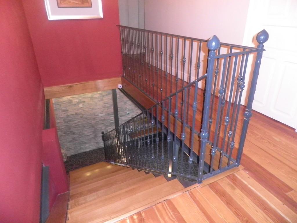 Escalera pelda os de madera talleres met licos lar - Escaleras de peldanos ...