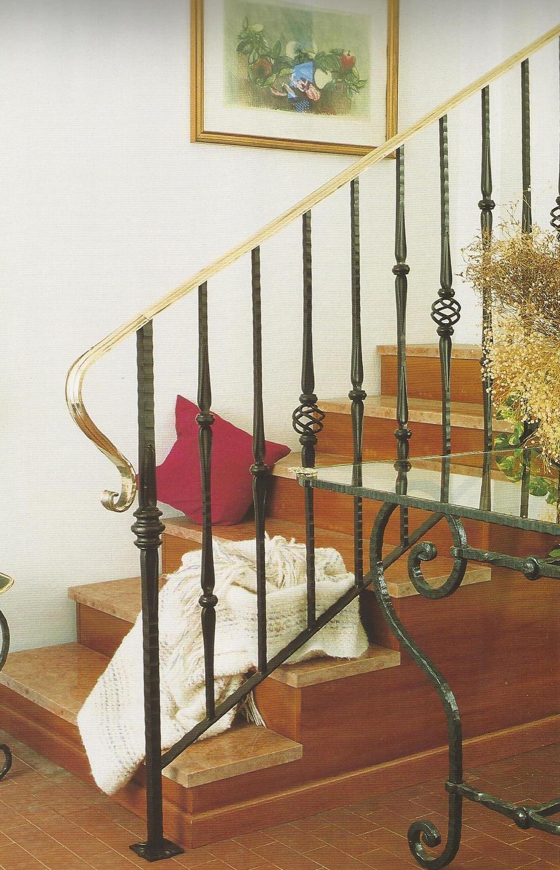 Escalera con pi as decorativas talleres met licos lar - Barandillas de forja para escaleras de interior ...